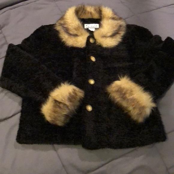 600c81cd68e Super cute warm Black faux fur top